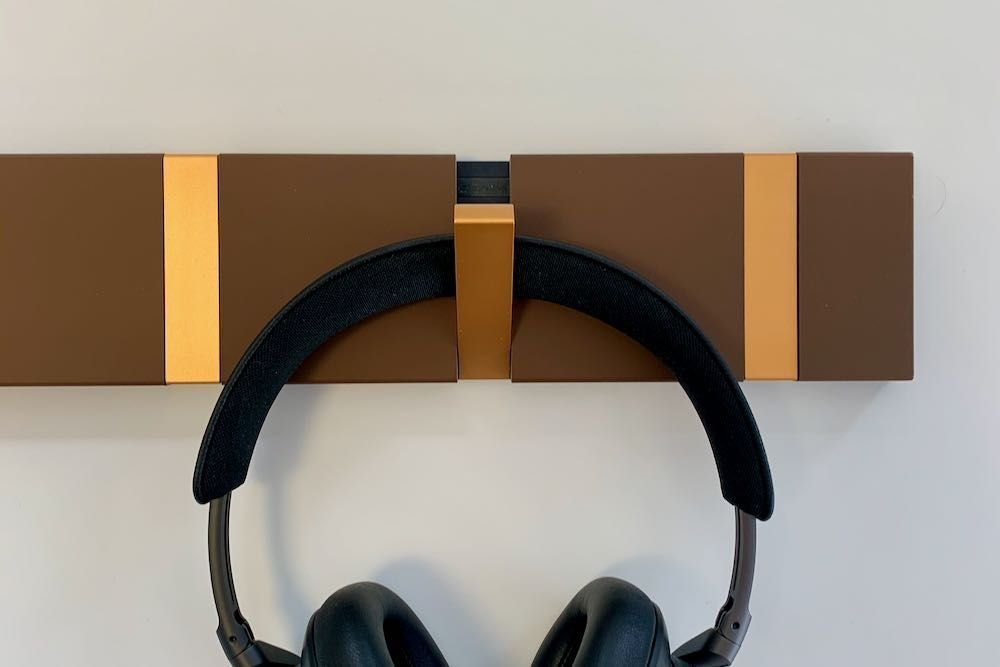 Wall rack mocca color with copper hooks